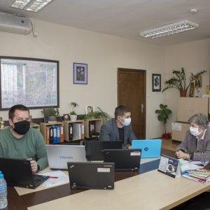 Дариха компютри на нуждаещи се старозагорски деца