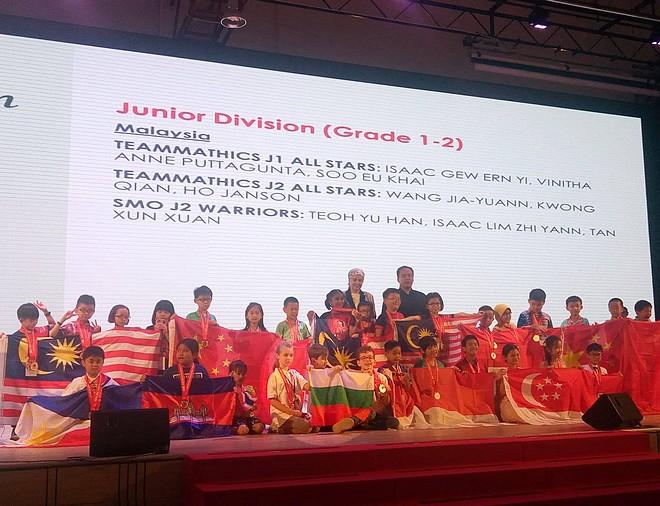 Мая, Влади и Баян по време на церемонията в Куала Лумпур – SINGA 2019