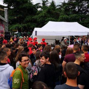 Община Казанлък подари на децата 1000 сладоледа с розово сладко, приготвени от Ути