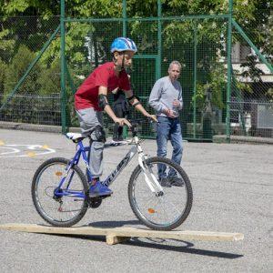 """Отборът на Второ ОУ """"П.Р.Славейков"""" спечели общинския кръг на Националното състезание по безопасност на движението по пътищата"""