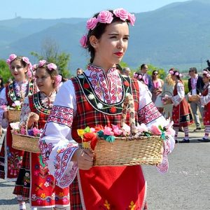 Променят организацията на движението в и около Казанлък в неделя (6 юни) за Празника на розата
